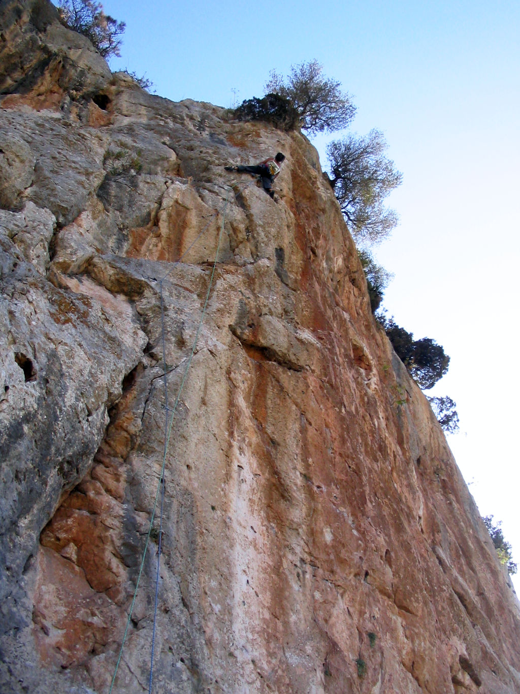 Anne-Marie climbing, route in DESPLOMILANDIA area, El Chorro, Spain