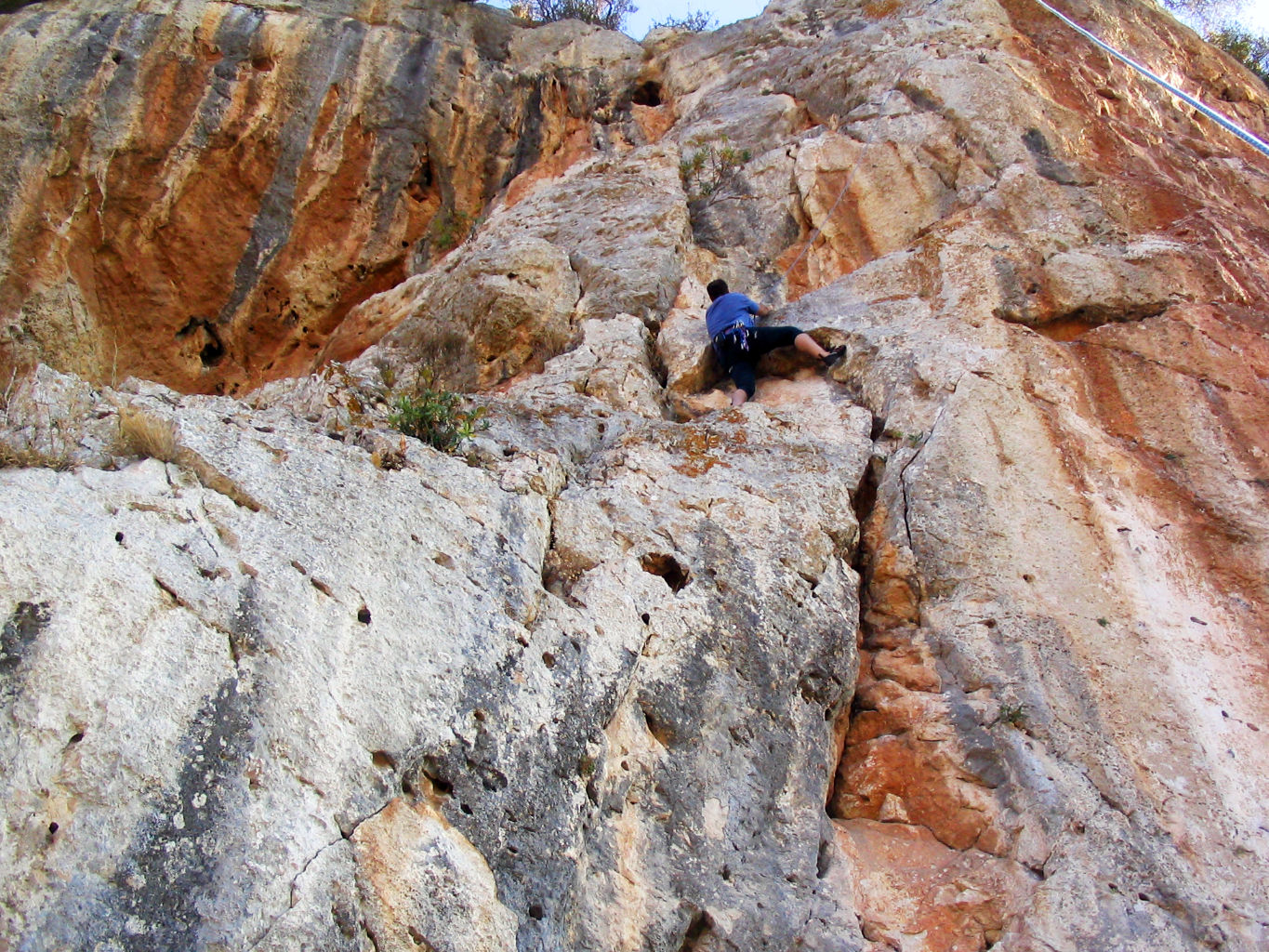 Stu climbing route in DESPLOMILANDIA area, El Chorro, Spain